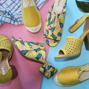 Shoes - 🆕//The Chica// Yellow banana print Mule